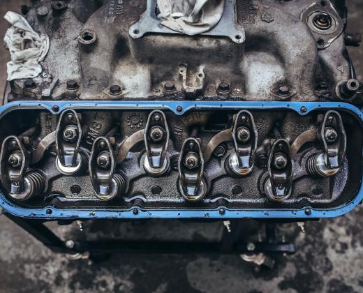 Décalaminage moteur : définition et explication