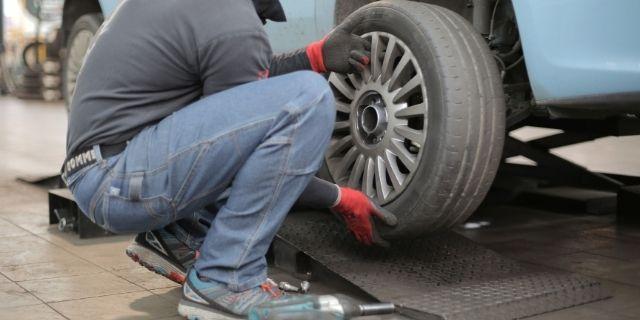 Remplacement de pneus usés Garage Eurorepar Cassis