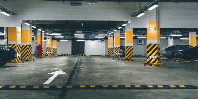 Parking intérieur garer voiture préserver carrosserie - Cassis Cars